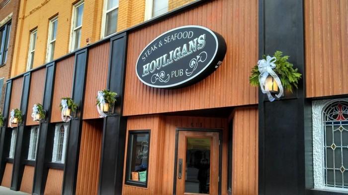 10. Houligan's Steak and Seafood Pub