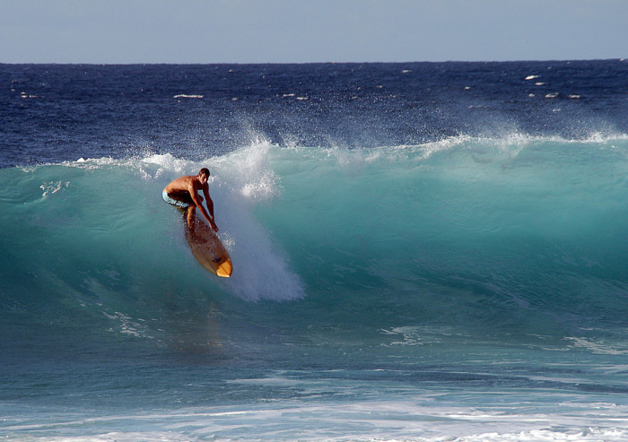 10) Watch the waves crash against the shore at the Banzai Pipeline.