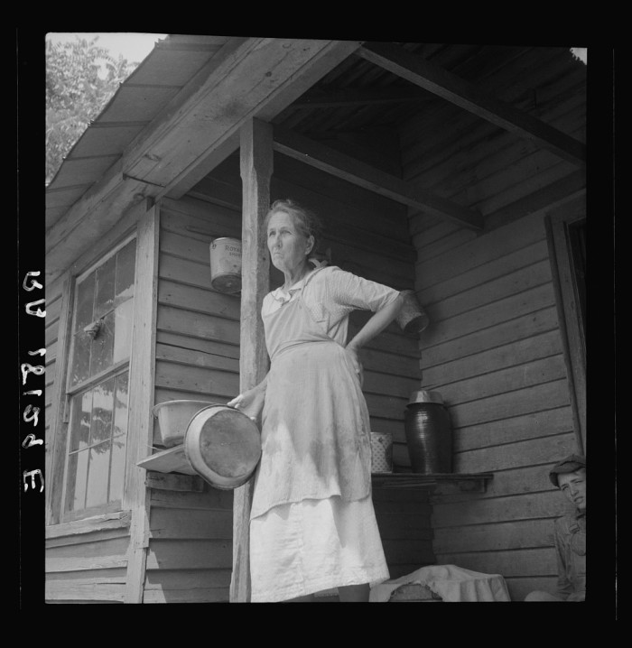 10. This mother of 14 children is the grandmother of 54 children. Spartanburg, SC 1937.