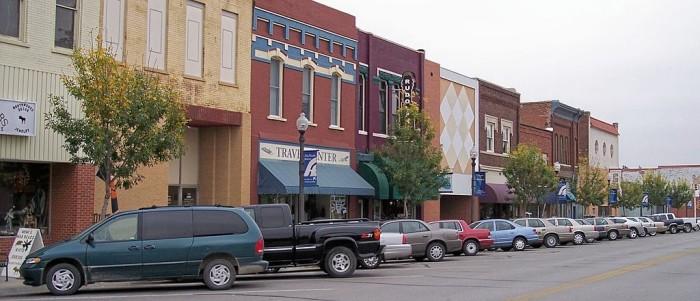 1024px-Atchison_Kansas_Commercial_Street