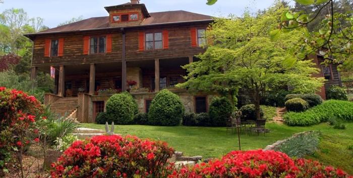 14. Take a relaxing weekend trip to Beechwood Inn - 220 Beechwood Dr. Clayton, GA 30525