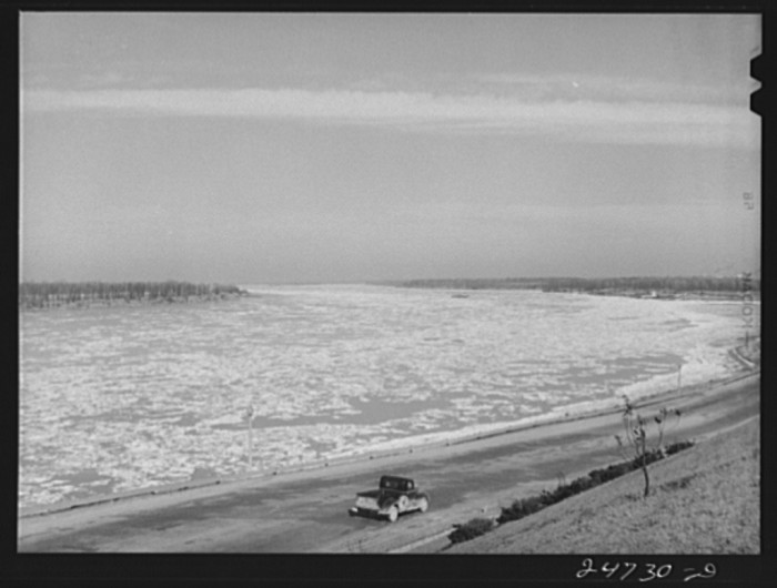 11) Ice floes in the Mississippi