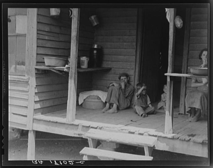11. A sharecropper's children near Chesnee, SC. 1937.