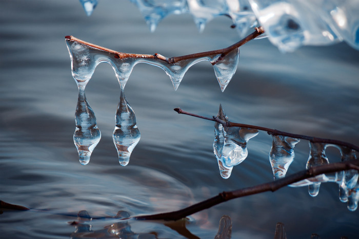 12. I love how gorgeous frozen water drops look.