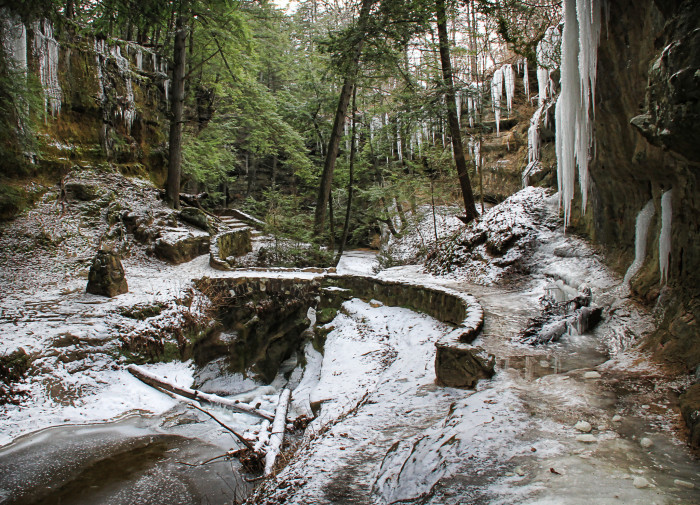 1. Old Man's Cave (Hocking Hills State Park)