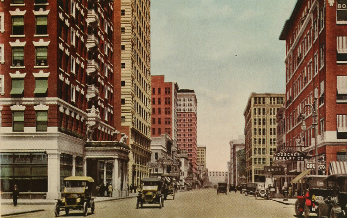 4. Speaking of Houston, this is a restored photo of Main Street back in 1913. Station wagons? Where are the Ferraris and fancy shopping centers?