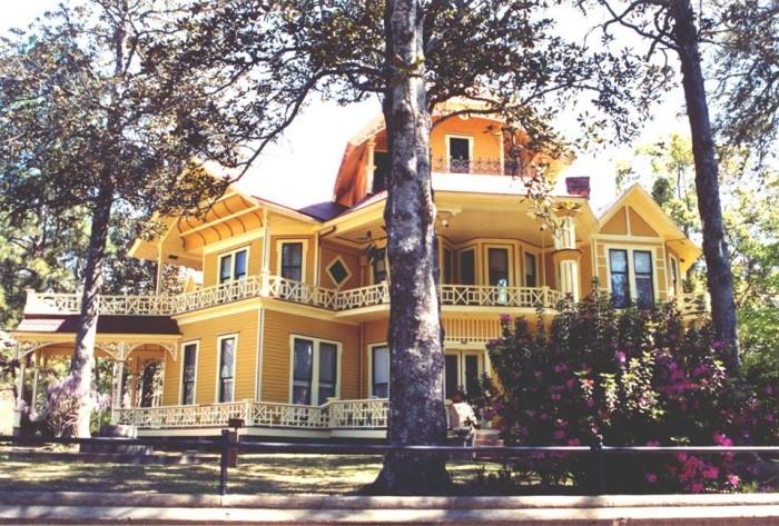 11. Take a tour of the historic Thomasville - Historic Thomasville Walking-Driving Tour - 144 E. Jackson St. Thomasville, GA 31792