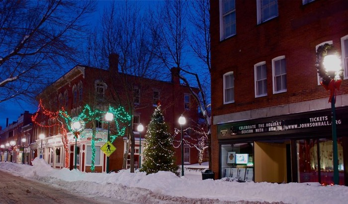 Best Light Bar >> Here Are The Top 13 Christmas Towns In Maine