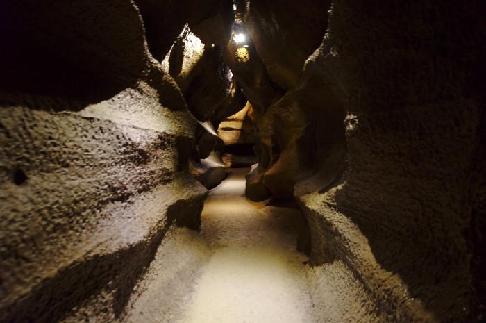 12. Explore Niagara Cave.