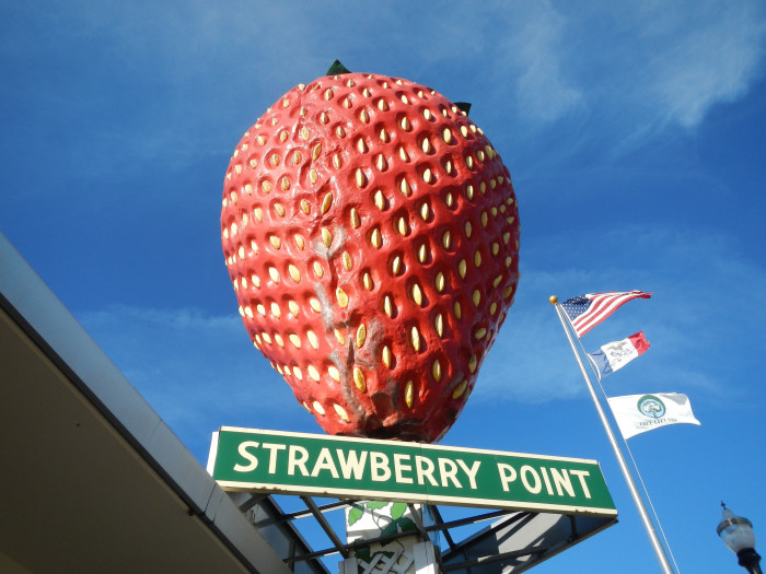 13. Strawberry Point - The World's Largest Strawberry