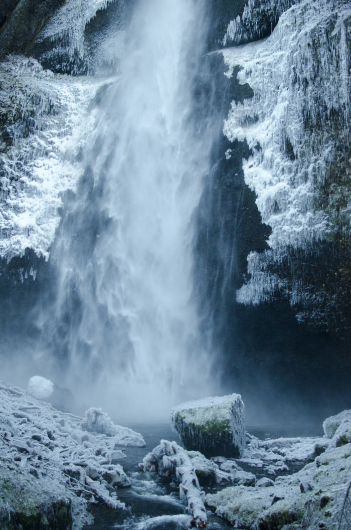 20. The immense Multnomah Falls is adorned with ice.