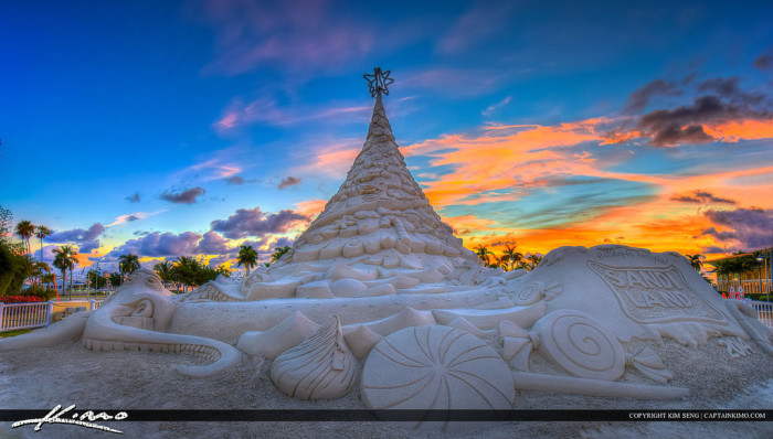 14. Like this 35-foot-tall Christmas tree made of sand in West Palm Beach.