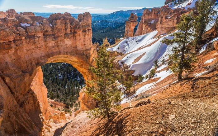 7. April: Visit Utah's national parks.