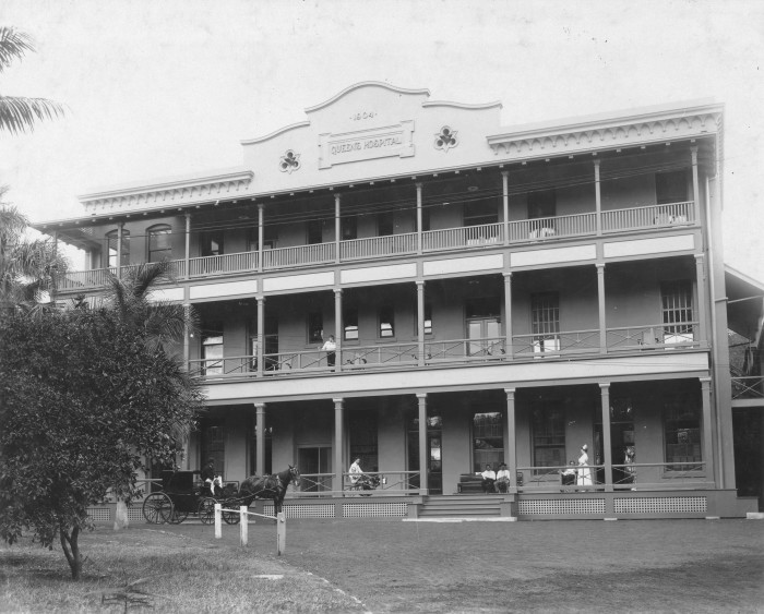 17) The Queen's hospital, as photographed in 1905.