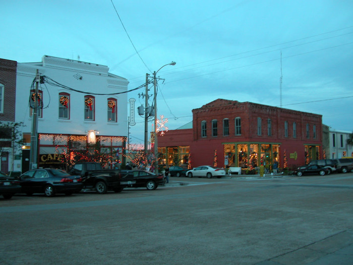 4. The town itself looks pretty cute this time of year, too.