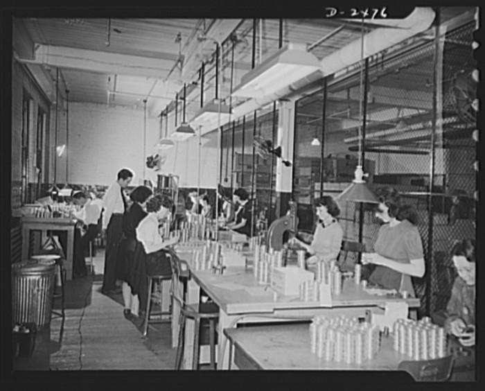 2.Machine Shop, St. Louis, 1942