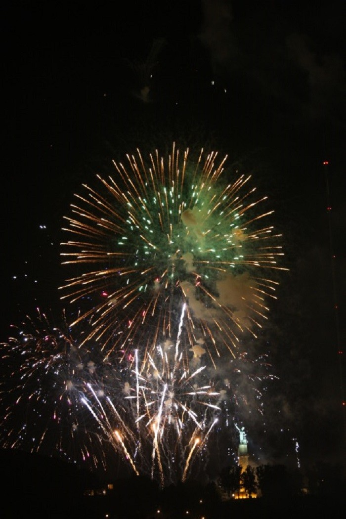 """12. Attend """"Thunder on the Mountain"""" fireworks show."""