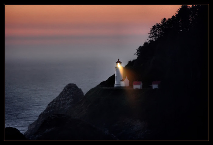 2. Heceta Head Lighthouse is the most photographed lighthouse in the country.