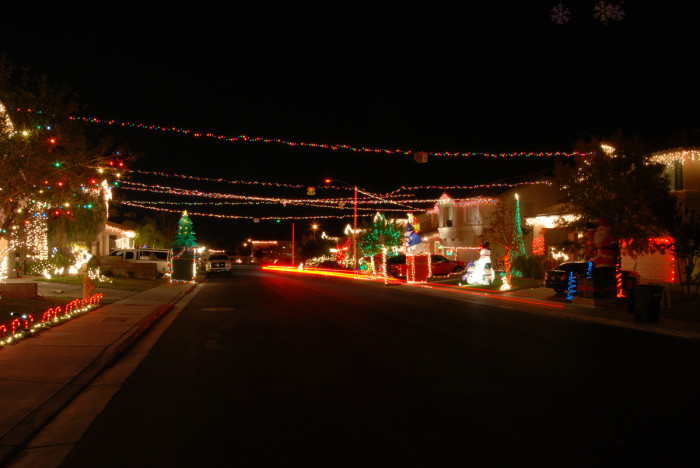 7. Christmas in suburbia has never looked more festive!