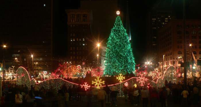 High Quality Cleveland Playhouse Square Christmas Light Display (Cleveland)