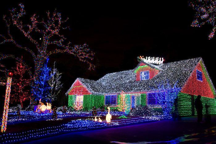 4 this house in houston could give clark griswold a run for his money or his jelly of the month club membership dont you agree - Christmas Decorations Houston