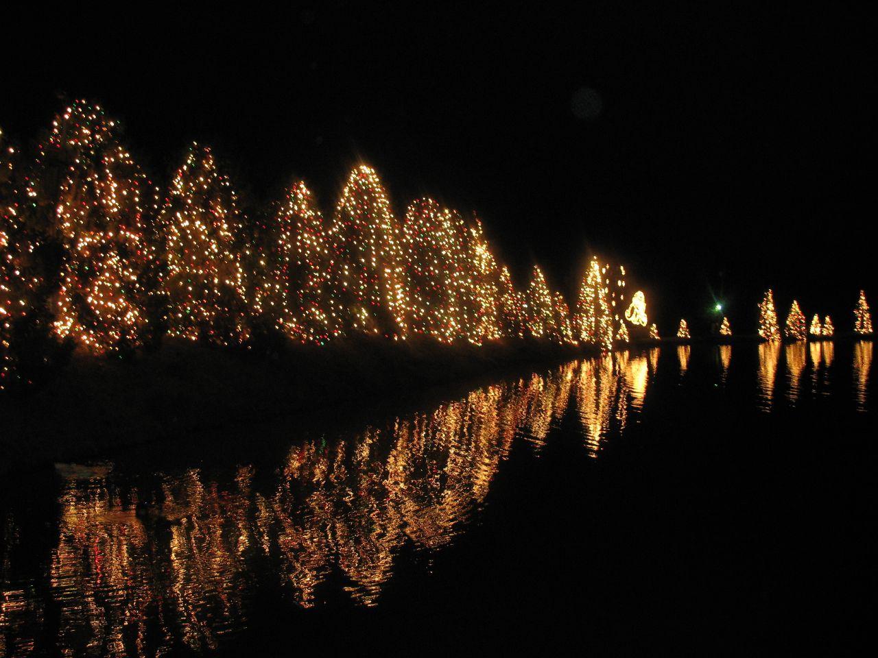 Top 10 Christmas Towns In North Carolina