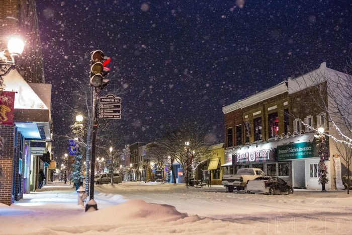 Des Moines Shopping >> 10 Towns In Iowa With The Best Main Streets