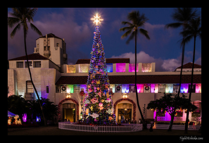 5) Honolulu Hale goes all out for Christmas, and it is beautiful.