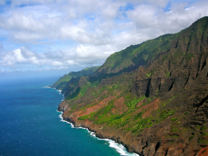 5) Kauai's fabled Na Pali coast can be seen in Jurassic Park: The Lost World, and Six Days Seven Nights.
