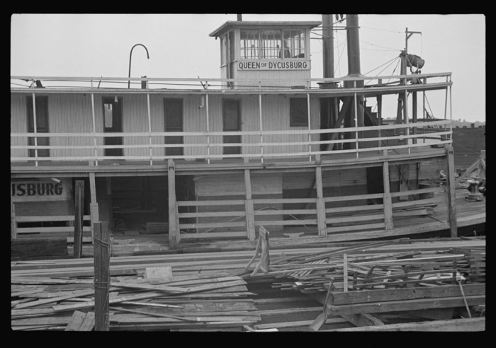 5) One of the old, one of the few Mississippi riverboats