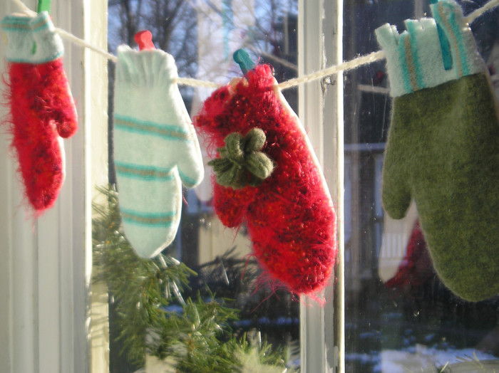 5.Mismatched mittens and gloves.