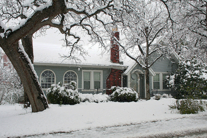 3) This house is perfectly picturesque for the holidays. (Grapevine)