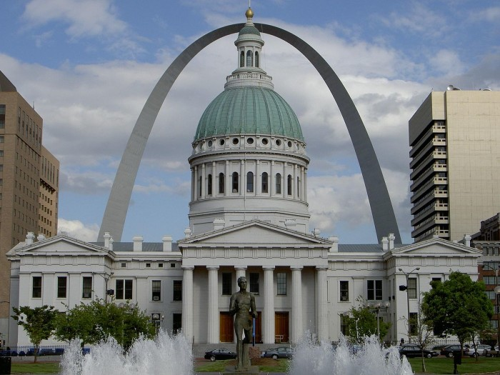 7. 1200px-Old_Courthouse_-_St._Louis,_MO