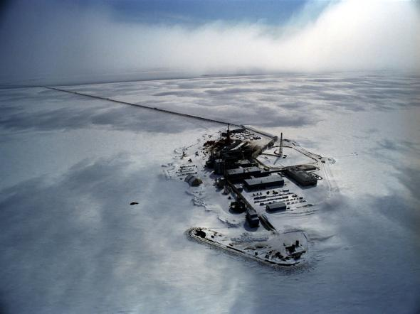 3) This Oil Field in Prudhoe Bay looks like a shot from another planet.