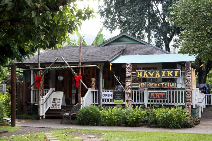 You can browse the town's many art galleries to find local art, as well as carvings made from native Hawaiian woods.