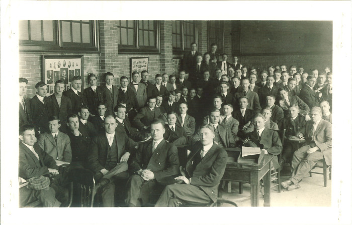 13. Students from the University of Iowa classes of 1914 and 1915 pose for a picture.