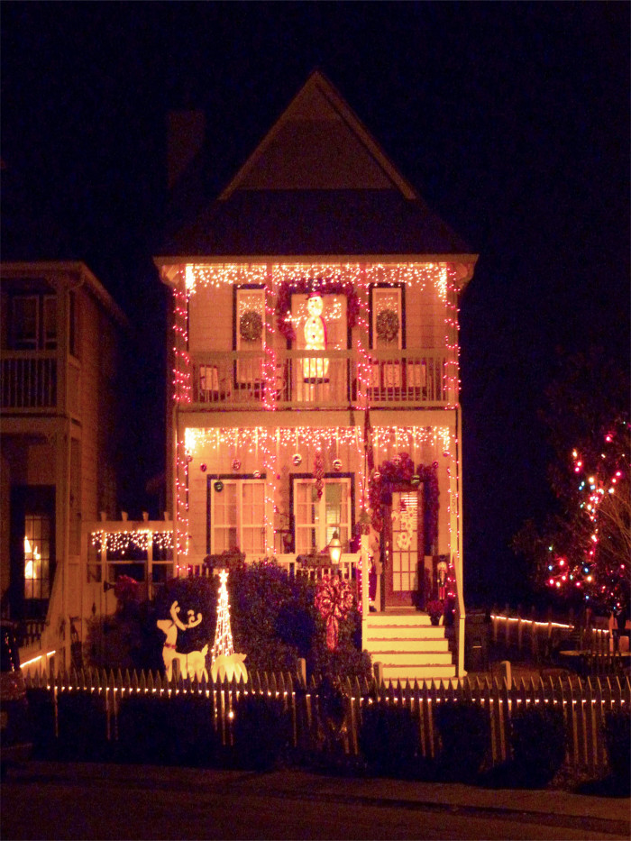3. This beautifully decorated townhouse, located in Helena, looks as if it belongs in a Christmas movie. Don't you agree?