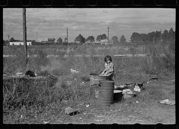 Wash day. The daughter of a migrant fruit worker from Tennessee, now encamped near Winter Haven, Florida