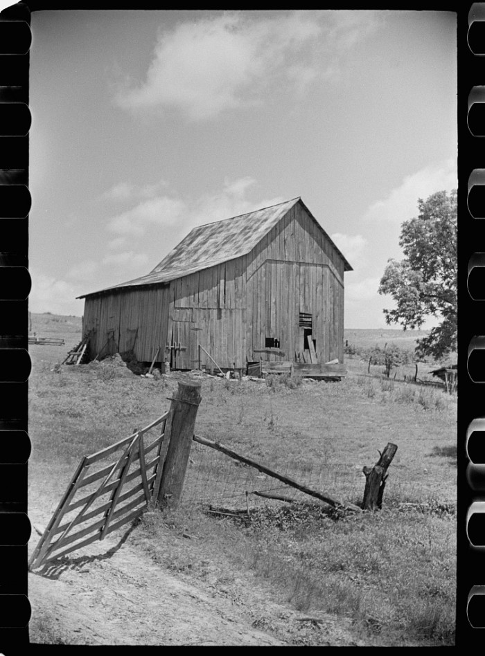 2. This gorgeous barn was located in Martin County in the 1930s.