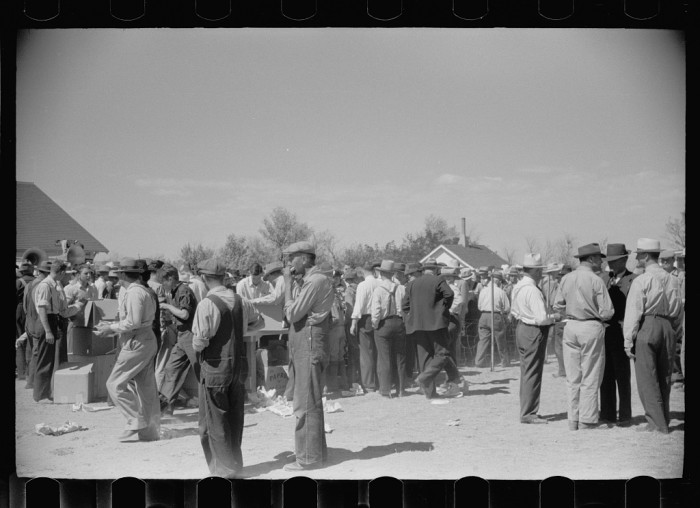 "8. ""Free lunch at farmers field day, U.S. Dry Land Experiment Station, Akron, Colorado."" (1938)"