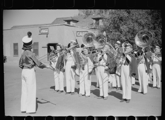 "9. ""High school band welcomes officials arriving for farmers' field day, Akron, Colorado."" (1939)"