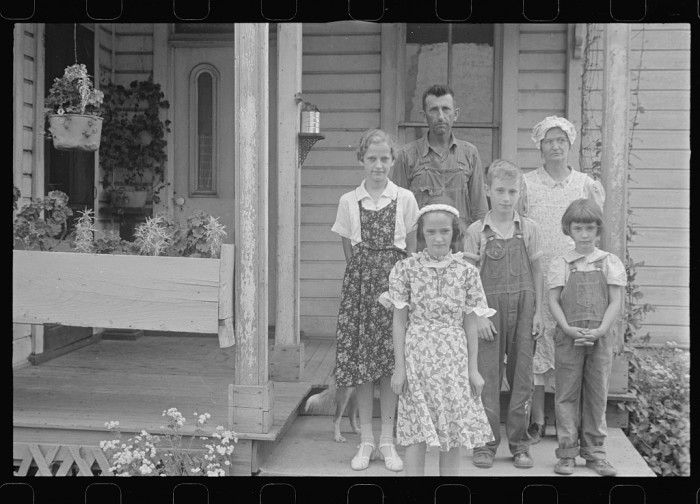 16. The Thaxton family, near Mechanicsburg
