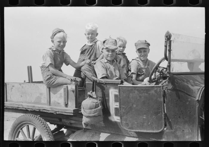 "3. ""Farm children, Sheridan County, Kansas."" (1939)"