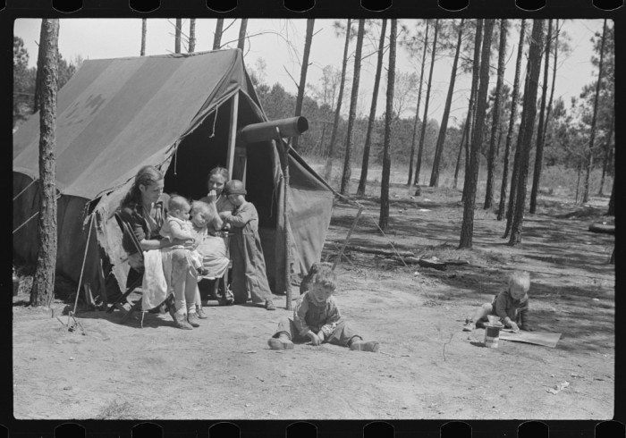 13. Home of a family that travels with other families that repairs stalls, stoves, houses, and other odd jobs near Atlanta, GA - 1939