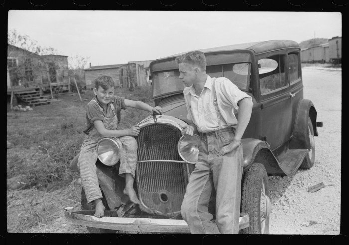 Migrant laborer's family near Canal Point packinghouse, Florida