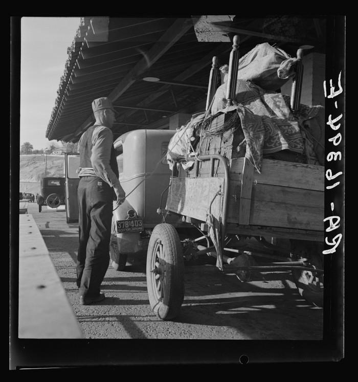 15. Dust Bowl refugees wait at an agricultural inspection station along the Arizona-California border in 1937.