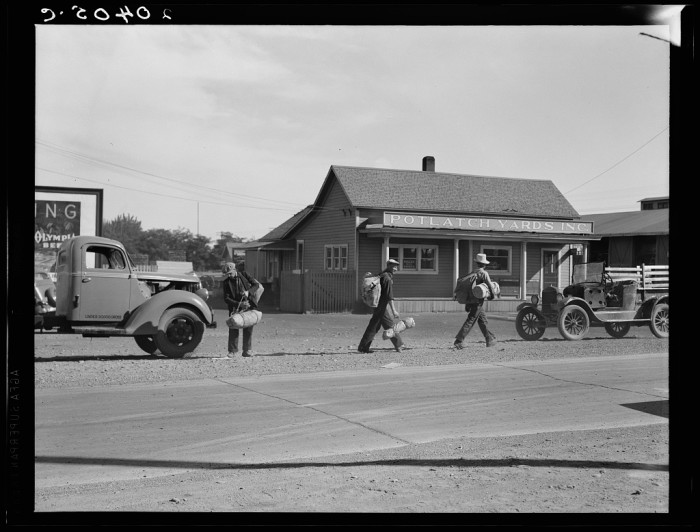 6.  Heading off to the railroad yard in Toppenish in 1939.