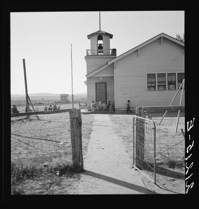 "4. ""Lincoln Bench School and yard. Near Ontario, Malheur County, Oregon."""