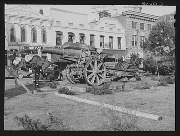 7. Santa Claus and a cannon in the center of Columbus, Georgia - December 1940