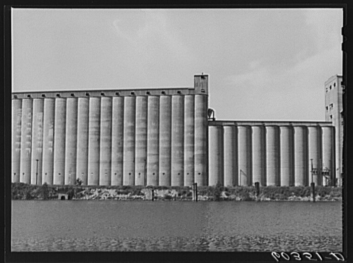 5. Grain elevators along the Mississippi River. Clearly, Minnesota lived up to the title of flour-milling capital of the world!